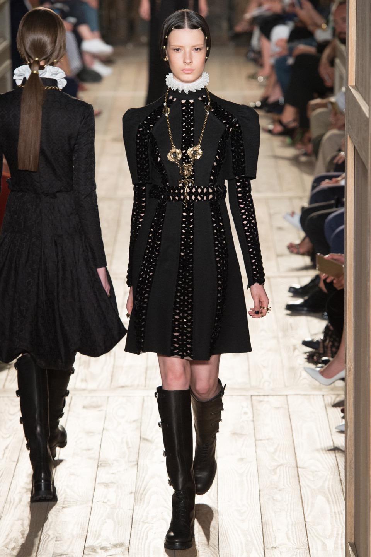 Valentino Couture Fall 2016 Fashion Show